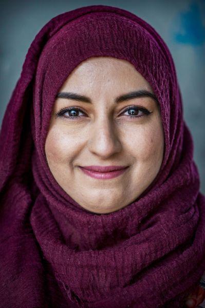 <strong>Ban Najar</strong><br><p>Geboren in Bagdad, opgegroeid in Londen, studeert medicijnen in Groningen, is moeder van drie kinderen en begint twee winkeltjes in de stad die oosterse delicatessen verkopen.</p>