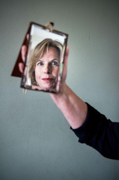 """<strong>Mariette Zweers werd met haar debuut Maakbaar genomineerd voor de Schaduwprijs 2017.  """"Mama is hier""""  haar tweede literaire thriller werd op 3 mei 2019 gepresenteerd. Ze werkt als docent bedrijfskunde aan de Rijksuniversiteit Groningen.</strong>"""