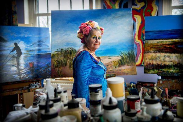 <strong>Maya Wildevuur in haar atelier</strong>